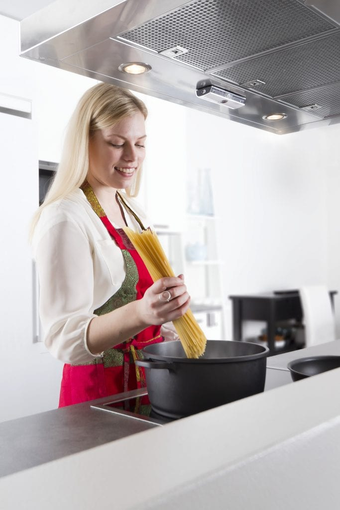 safera-airis-cooking-pasta-print_1400x2100_300_rgb-683x1024